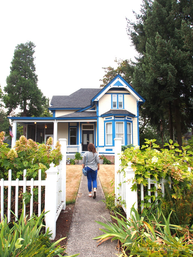 The McClaine House bed and breakfast in Silverton, Oregon is a 1920s farmhouse full of character. It's a perfect hotel option for a trip to Willamette Valley Oregon!