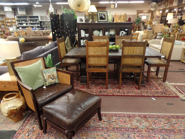 Classic Consignment is a vintage store in Seattle selling awesome furniture in great condition.