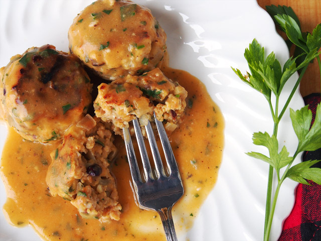 Love pumpkin? Then you will love these pumpkin meatballs with pumpkin gravy. Super festive fall recipe!